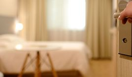 Hotelzimmer - Copyright: © Creative Commons, CC0