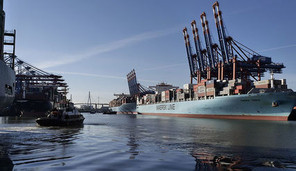 Containerschiff im Hamburger Hafen - Copyright: © Creative Commons, CC0