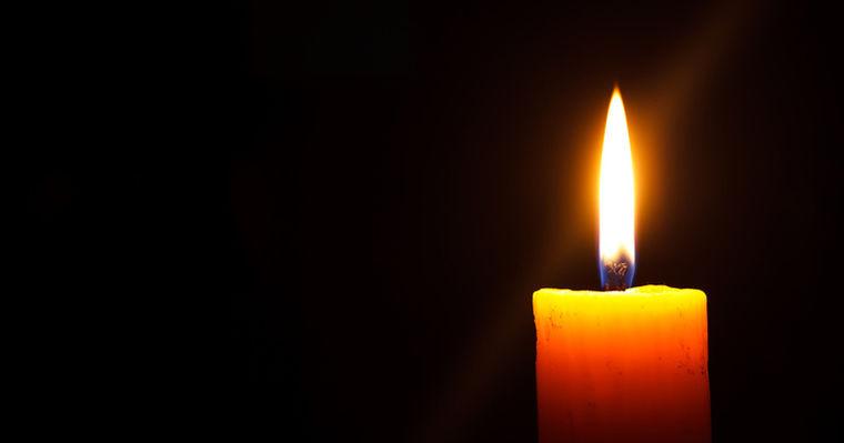 Kerzen Anzünden Für Verstorbene