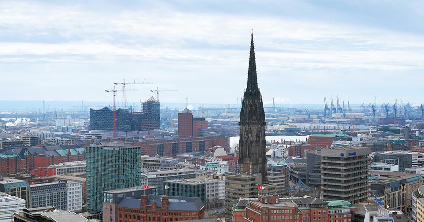 Hamburgs Höchste Kirchturm Spitze Wird Entrüstet Nachrichten